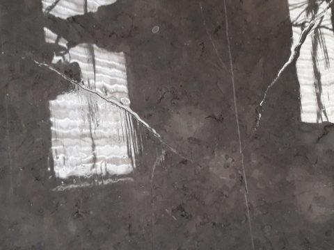 Minimiza las roturas de las tablas de mármol y granito durante el proceso de pulido