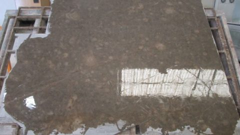 ¿Cuántas tablas externas desechas del bloque de piedra natural?